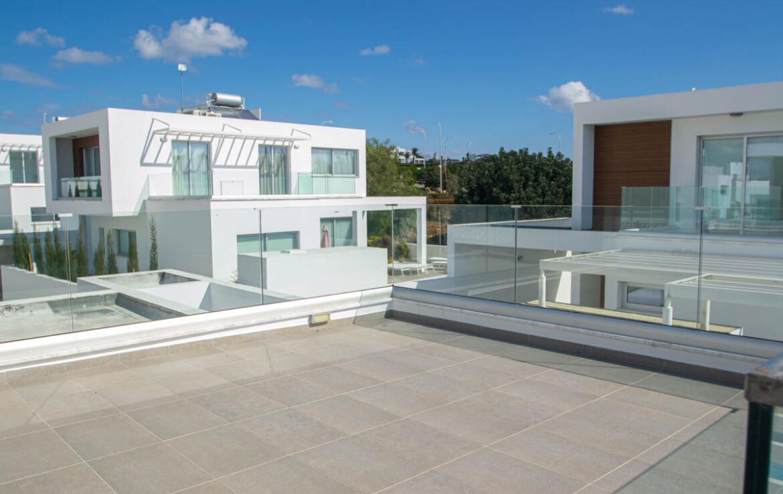 Вилла с бассейном в Айя Напе - балкон