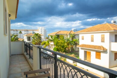 18-villa-in-pernera-5611.