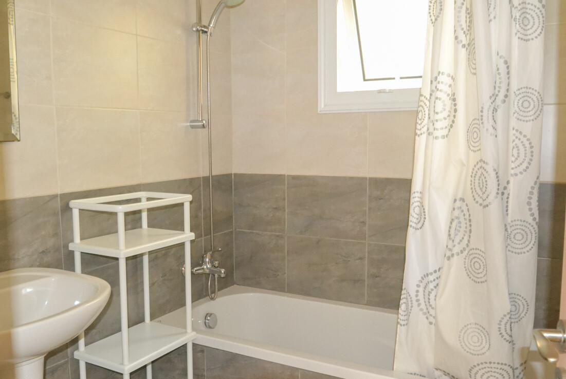 Трехспальные апартаменты в Каппарисе - ванная