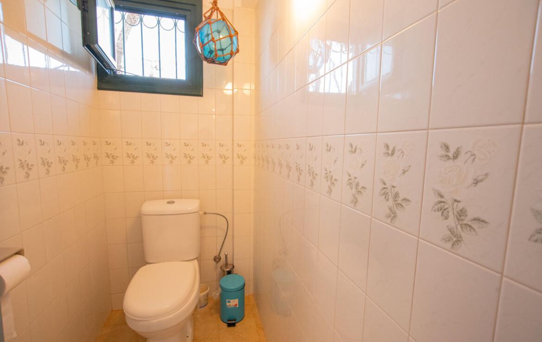Уютная вилла в Айя Триада - гостевой туалет