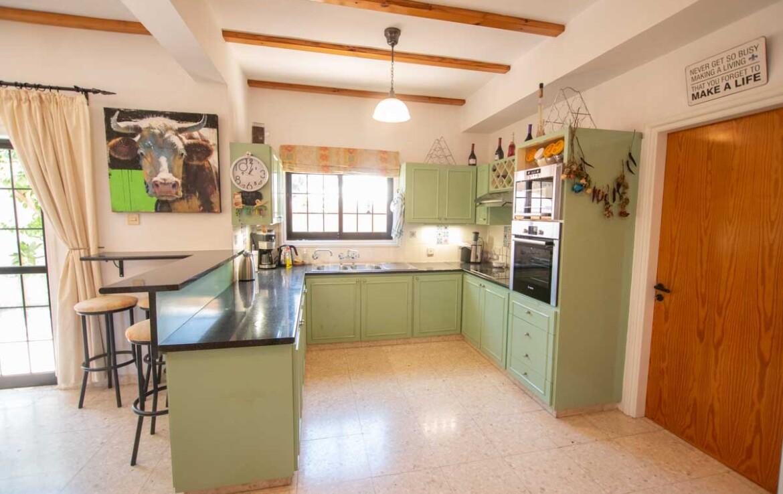 Трехспальный дом в Деринье - кухня