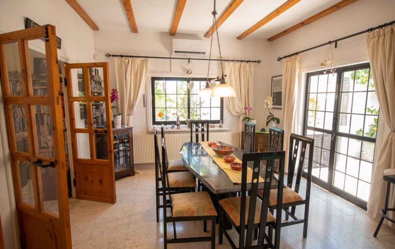 купить дом в Деринье - обеденная область