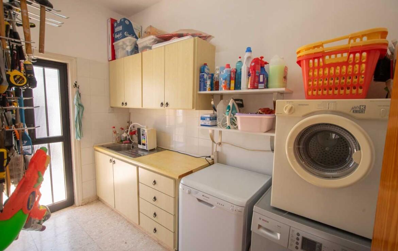 Дом в Деринье - дополнительная кухня
