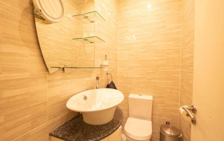 Дом в Деринье - гостевой туалет