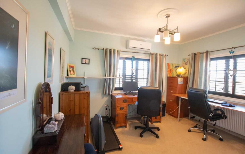 Дом в Деринье - офис