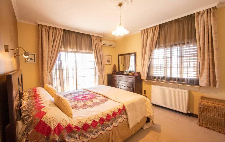Дом в Деринье на продажу - спальня