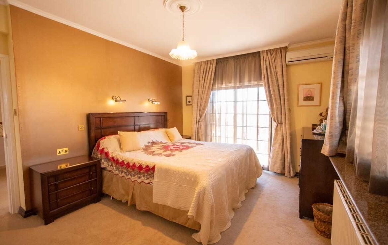 Дом в Деринье купить - спальня