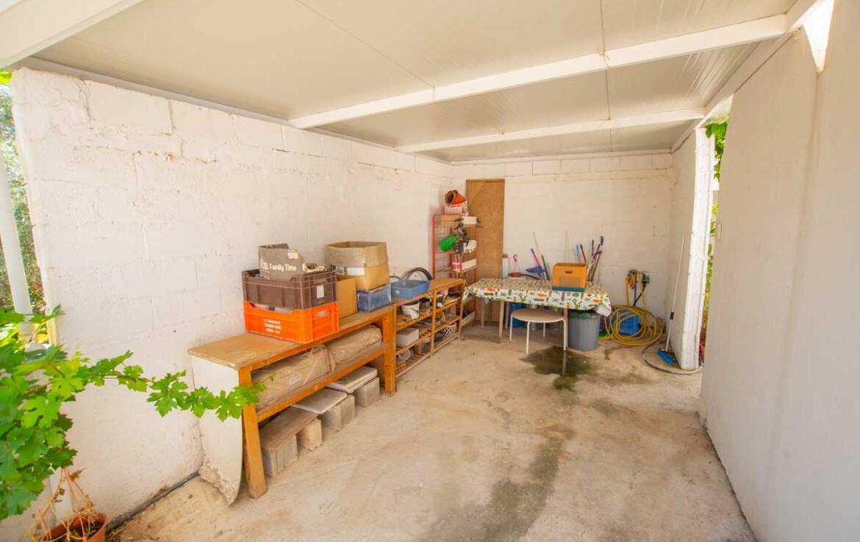 Дом в Деринье - гараж