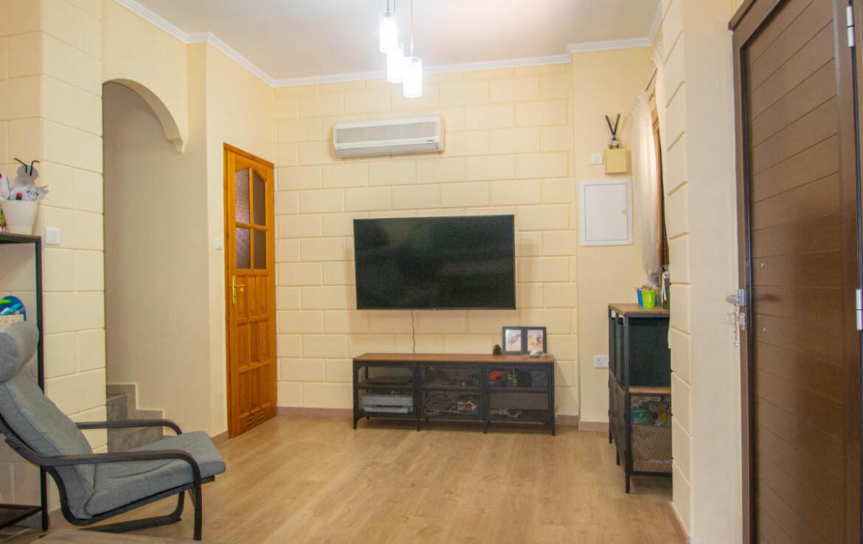 Двуспальный дом в Лиопетри на продажу - зал