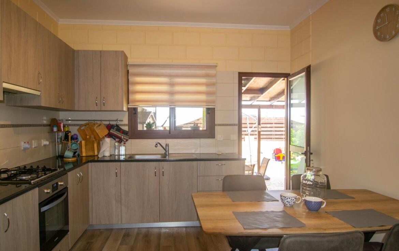 Двуспальный дом в Лиопетри купить - кухня