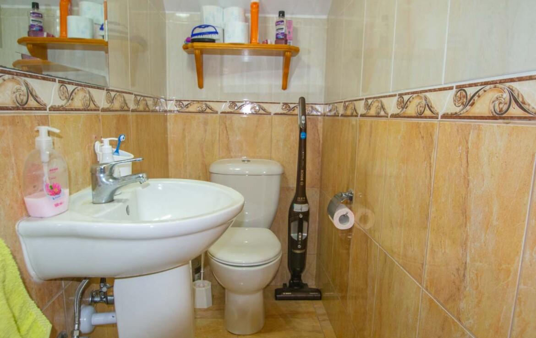 Двуспальный дом в Лиопетри - гостевой туалет