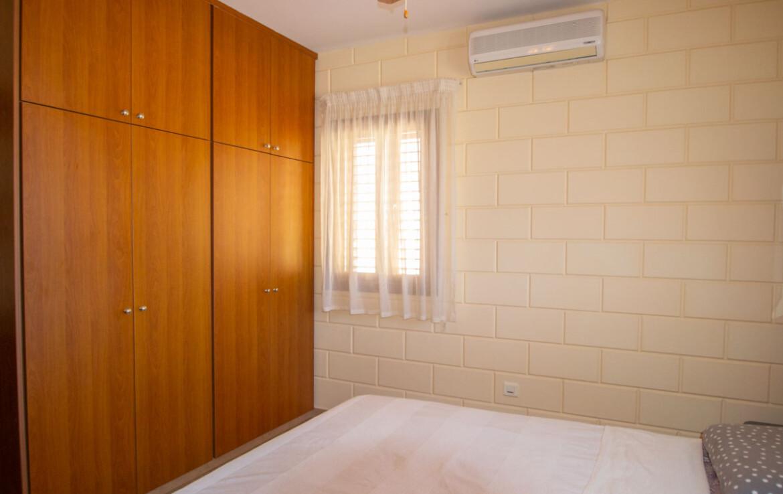 Дом в Лиопетри на продажу - спальня