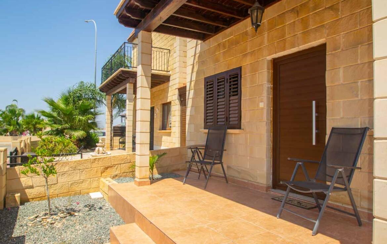 Двуспальный дом в Лиопетри - веранда