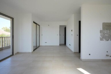 6-Incomplete-Apartment-in-Aradippou-5820